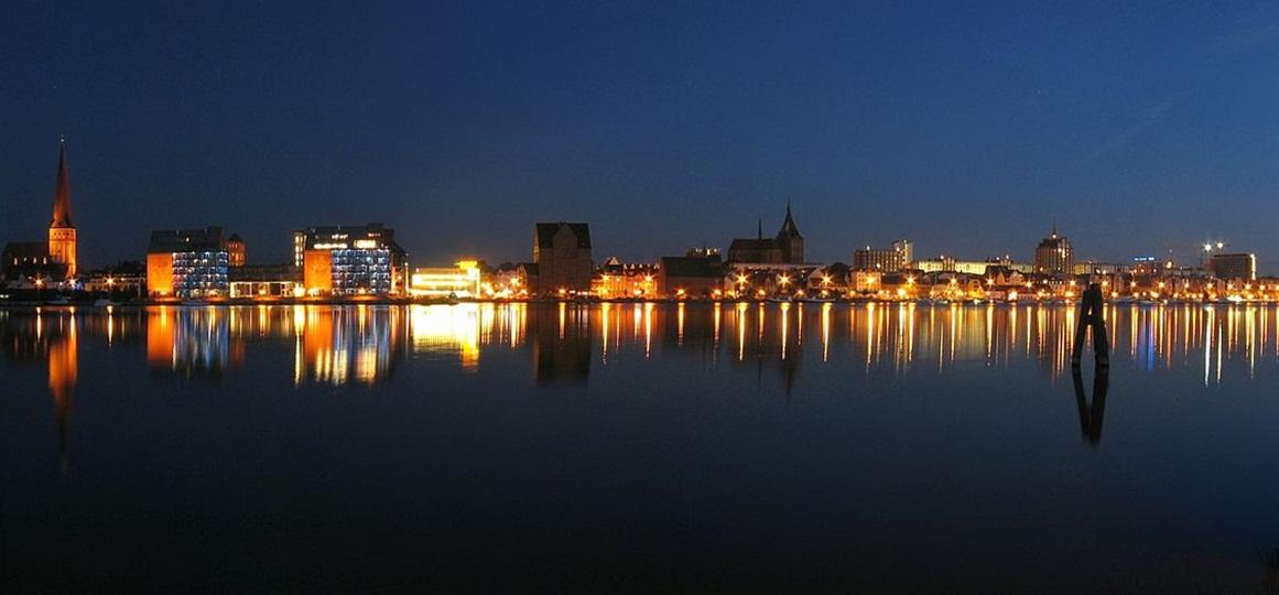 Rostocker Stadthafen bei Nacht / Fotograf: Lauchi